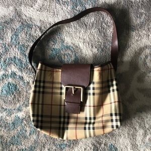 Burberry one strap leather purse T-05-01